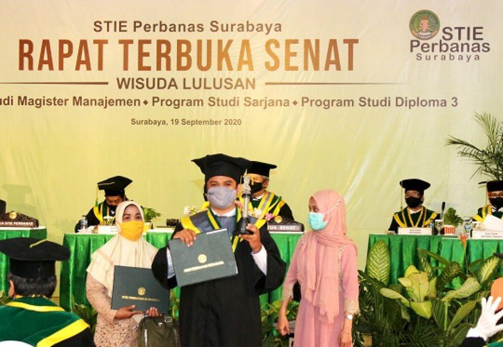 Wisudawan_Terbaik_STIE_Perbanas_Surabaya_Periode_I_Tahun_2020