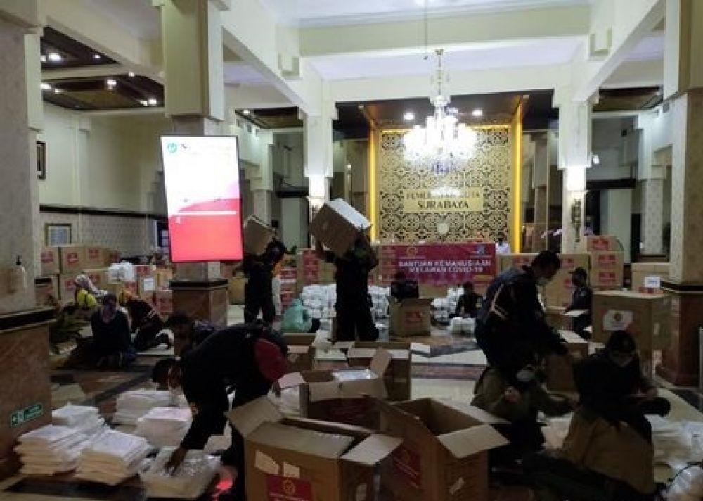 Bantuan APD dari Badan Intelijen Negara (BIN) untuk Surabaya. SP/ DECOM
