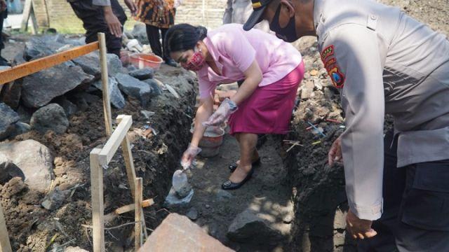 Kapolres Blitar Lakukan Peletakan Batu Pertama Gedung TK Bhayangkari 45