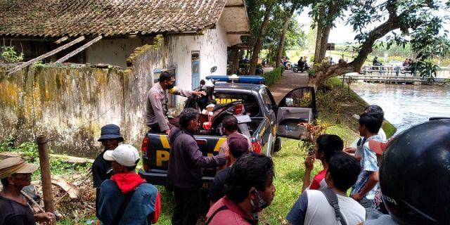 Motor Ditinggal, Wanita Kabur ke Perkampungan